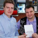 Писатель писателя видит издалека или встреча с Александром Иваниным в московской привокзальной чебуречной