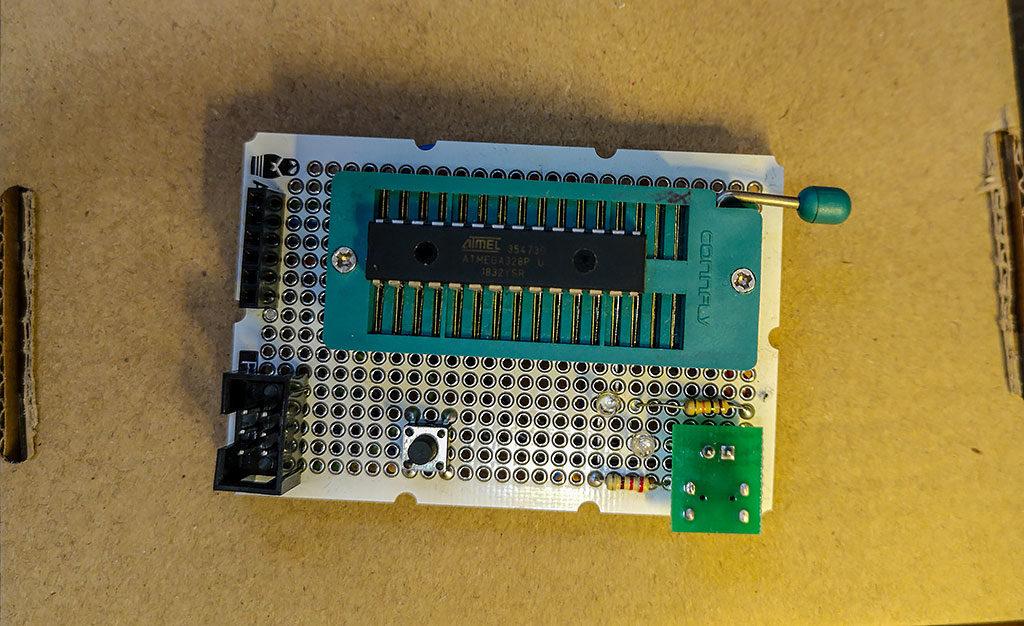 connfly,atmega328p u, кнопка тактовая, панелька, ISP-разъем, матрешка
