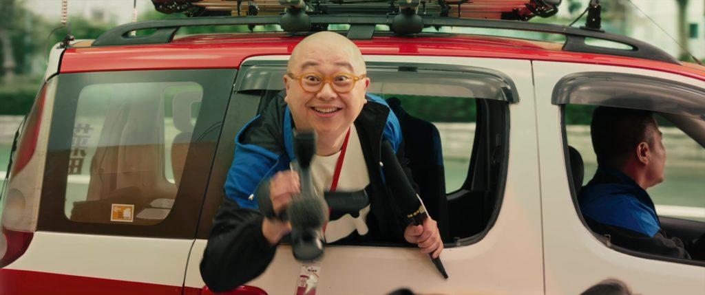 китаец, очки, камера, улыбается, погоня