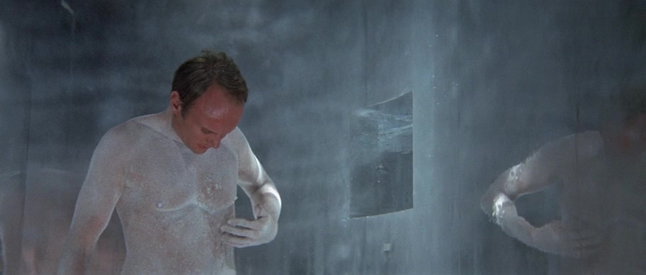 фильм, мужик в белом порошке, камера, голова, верхний слой эпителия