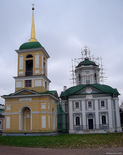 A bell tower and Spasskaja church (Колокольня и Спасская церковь)