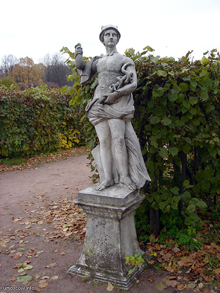 A sculpture #3 in the regular park (Скульптура #3 в парке)