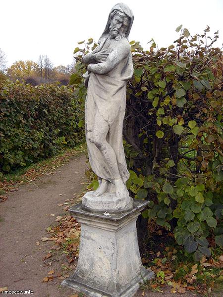 A sculpture #4 in the regular park (Скульптура #4 в парке)