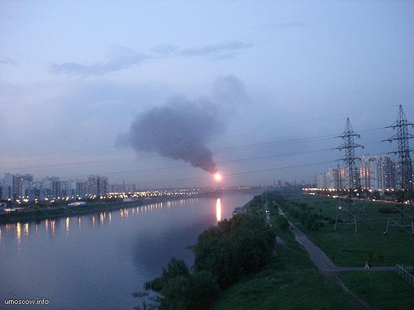 москва река, факел, дым, капотня, НПЗ, 2005, авария, блэкаут, электричество