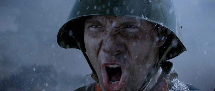 мужик в каске под дождем в рапиде что-то орет подольские курсанты