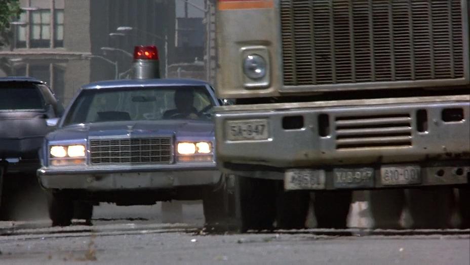 погоня, полиция, грузовик, огромная мигалка на крыше