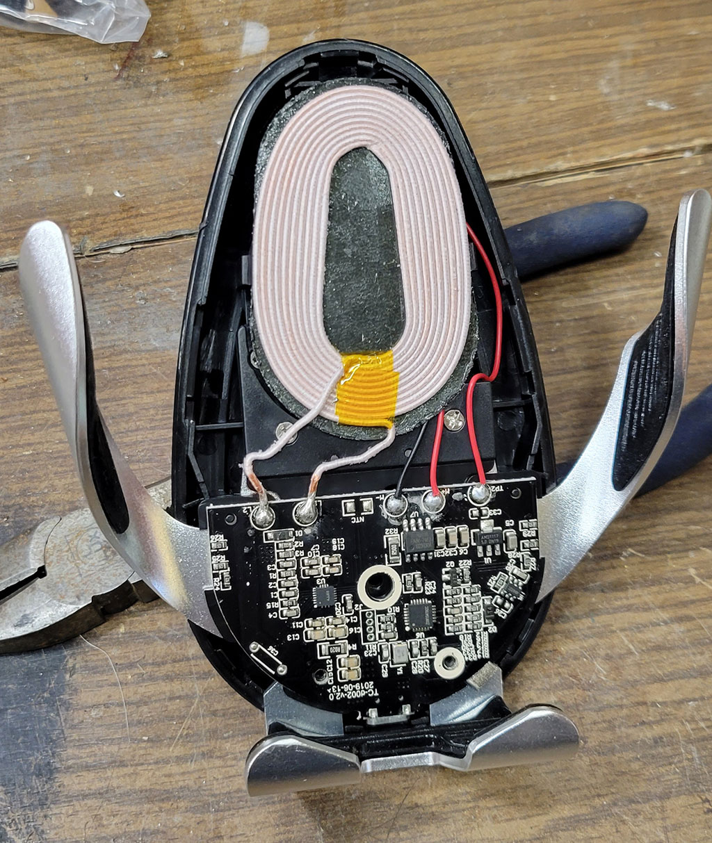 беспроводная зарядка, катушка, микросхемы, разобрано